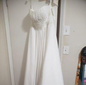 David's Bridal wedding dress and veil nwt